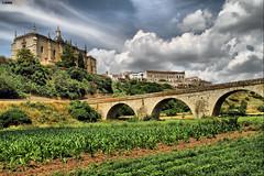 Desde lo alto (Josepargil) Tags: verde puente catedral cielo nubes cultivos extremadura caceres coria puentemedieval josepargil