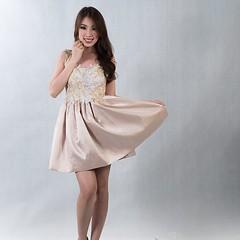 ชุดราตรีสั้น ลูกไม้ กระโปรงผ้าไหม ธีมสีทอง สวย หรูให้เช่า สนใจ Line : gib-atale หรือสนใจตัดชุดราตรี เดรสออกงาน ชุดเพื่อนเจ้าสาว ลองเข้าไปดูผลงานสวยๆ ได้ที่ www.dressbyatale.com #ชุดราตรี #ชุดลูกไม้ #ชุดออกงาน #ชุดเพื่อนเจ้าสาว #เดรสออกงาน #ตัดชุดราตรี