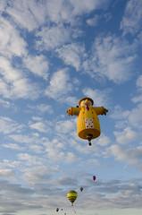 DSC_0051 (Michael P Bartlett) Tags: balloons hotairballoons warrencountyairport sky clouds