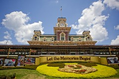 Let the Memories Begin (Ray Horwath) Tags: flowers nikon disneyworld nikkor wdw waltdisneyworld magickingdom mainstreetstation nikkorlens horwath waltdisneyworldrailroad d700 disneyphotos rayhorwath letthememoriesbegin nikkor20mmf28lens