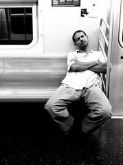 photo noir et blanc créativité homme métro Linear Crib