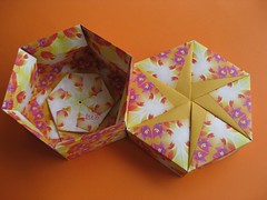 Hexagon Box with six-petal pinwheel by Tomoko FUSE (esli24) Tags: origami box tomokofuse hexagonalbox sechseckschachtel juliaschnhuber esli24 schachtelpapierfalten