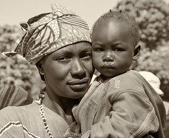 Rural Mother and Child Koinadugu, Sierra Leone BW (Rob Whittaker Photography) Tags: africa portrait blackandwhite bw sierraleone westafrica tribes northernprovince africaportrait africaoverland koinadugu sazzoo robwhittaker robwhittakerphotography sazzoocom
