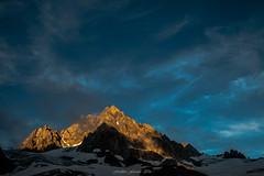 Embrasement des Aiguilles du Tour 1/3 (Frdric Fossard) Tags: paysage nature montagne lumire ombre glacier aiguilledutour picdemontagne crte arte cime coucherdesoleil soir glacierdutour alpes hautesavoie massifdumontblanc france contraste ambiance atmosphre luminosit
