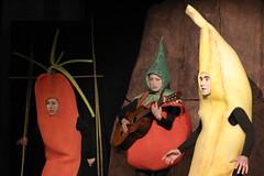 teatro ragazzi - tomato frankenstain - compagnia teatro scalzo (teatroscalzo) Tags: tomato teatro esperimenti organismi ragazzi ogm pupazzi frankenstain multinazionali geneticamente modificati