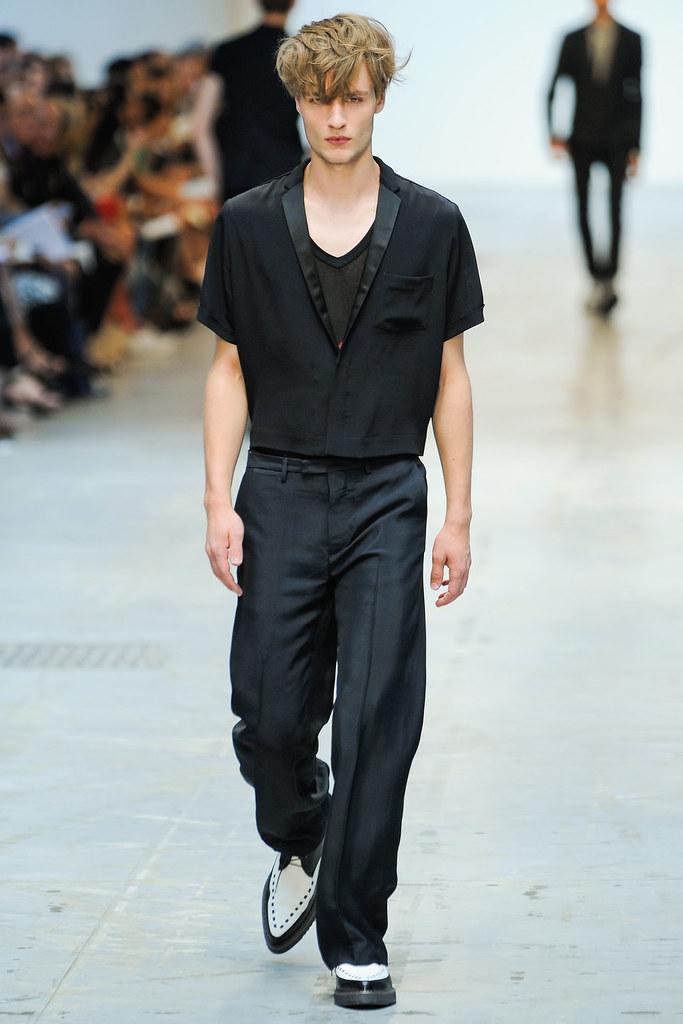 SS12 Milan Costume National Homme029_Oskar Tranum(VOGUEcom)