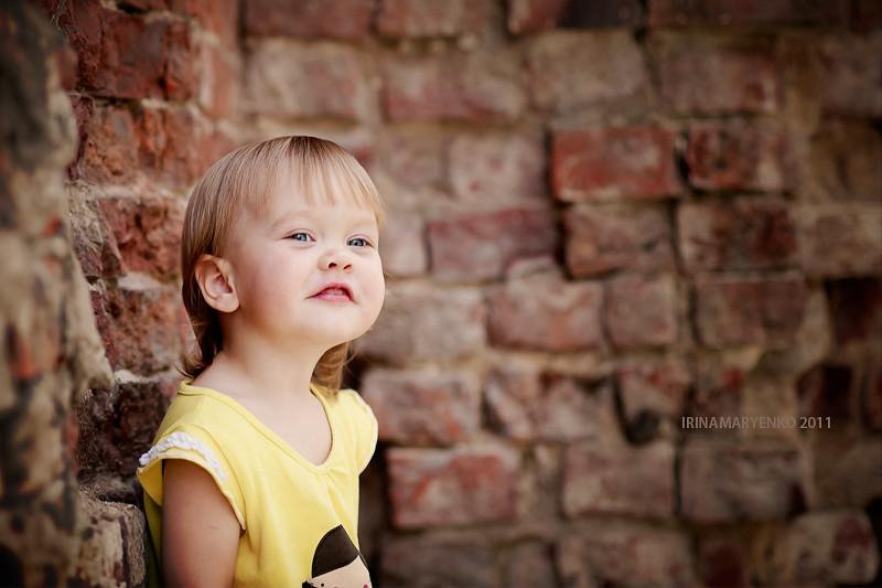 Фотосессия у стены. Фотограф Ирина Марьенко. Fotostomp.ru