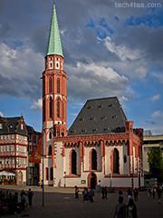 Alte Nikolaikirche, crane behind the church removed using Photoshop CS5.