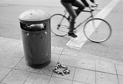 Throw Away Summer (Matini) Tags: leica film bike trash midsummer stockholm delete8 end cottoncandy candyfloss cykel m4p midsommarkrans flowergarland leicam4p sockervadd wreathofflowers cbiogont2835zm 140531249ed
