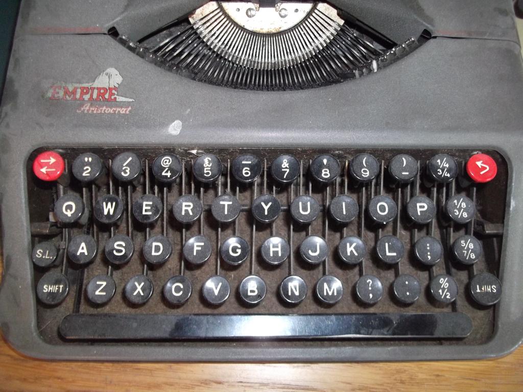 topics  keyboard old mechanical typewriter qwerty vintage collectionQwerty Keyboard Typewriter