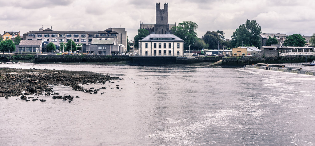 LIMERICK - THE NEW WEIR ON THE SHANNON RIVER