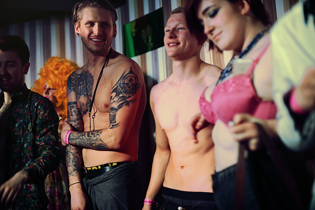 Sissy gallery glasgow topless showing their