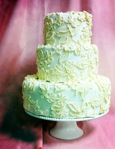 Liz Wedding Dress Fabric Cake med