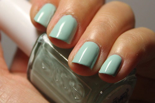 Essie Mint Candy Apple (2/2)