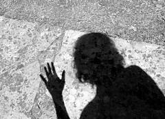 daj 5! (Bambola 2012) Tags: europe europa estate ljeto summer sea seaside seashore beach adriatic adriatico jadran jadransko mare more croatia croazia hrvatska costa coast obala plaa spiaggia kvarner quarnero shadow ombra sjena 5 five cinque pet bw blackandwhite bianconero crnobijelo selfie selfportrait autoritratto autoportret