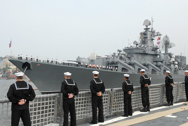 USS Ford (FFG 54) man the rails as the ship arrives in Vladivostok, Russia