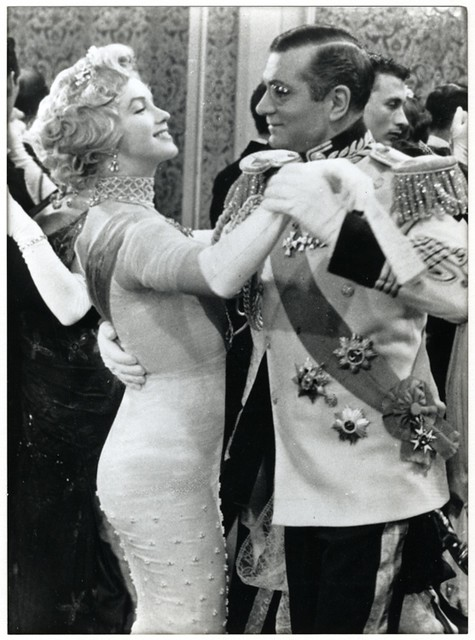 M5a Marilyn dancing with Sir Lawrence Olivier in Prince  the showgirl (2).jpg