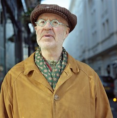 (universal76) Tags: street portrait london 120 kodak streetportrait ps sp bronica 400 medium format portra 000 mittel 80mm moyen sqai zenzanon