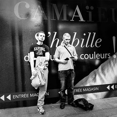 Camaeu (mouzhik) Tags: street blackandwhite bw paris canon noiretblanc nb parijs pars zemzem  muzhik pary mujik parys    pariisi    parizo camaeu moujik  mouzhik   pars camaeuhabillelesfemmes prizs