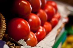 Tomates... (Juanjo Zanabria Masaveu) Tags: frutas 50mm frutera 50d