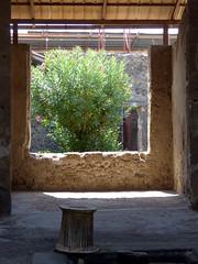 Pompeji - Blick aus dem Fenster (markusius73) Tags: ancient ruins alt unesco pompeii napoli vesuvio unescoworldheritage worldheritage ruinen weltkulturerbe neapel pompeji vesuv unescoweltkulturerbe windowopening fensteröffnung