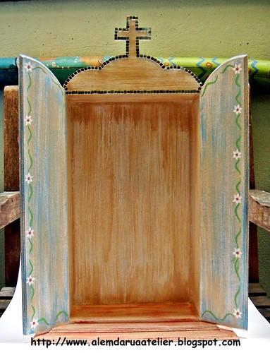 oratório de madeira pintado à mão
