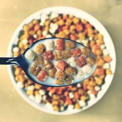 Trio (donchris!™) Tags: macro up de milk focus dof close bokeh spoon bowl lait latte cereals cereales cornflakes unscharf leche schüssel löffel kelloggs nahaufnahme milch cuillère musli muesli schale cucchiaio cuchara müsli getreide fiocchi maíz unschärfe cereali cáscara mleko davena céréales łyżka hojuelas płatki zbóż kukurydziane