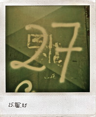 27 (web.werkraum) Tags: 2005 urban berlin polaroid number typo 27 association typographie instand sammlung nummer zahl berlinpankow ziffer instandfilm graugrün berlinerkünstlerin tagesnotiz webwerkraum karinsakrowski grüngrau polaroidsammlung 27november2010 aktuelletagesfarbe