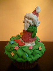 CUPCAKE FINO DE NATAL (ronk doces) Tags: cake natal candy sweet chocolate marzipan acucar ceia coito lembrancinhas corporativos paodemel martarocha coroadoadvento
