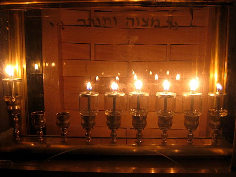 06-12-2010-six-candles