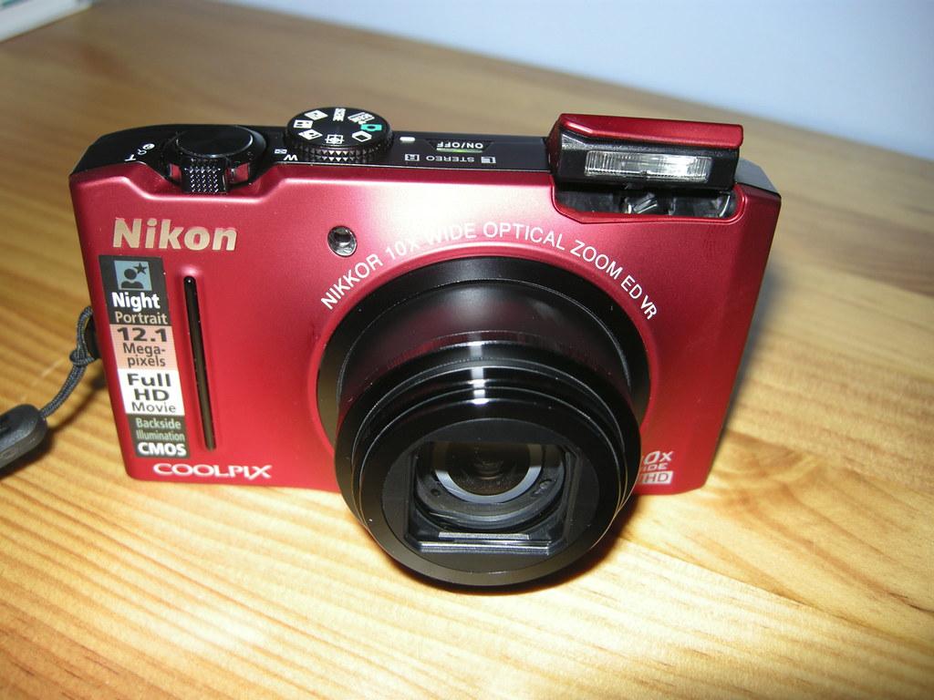 Nikon Coolpix S8100 : Fast. Powerful. Versatile.