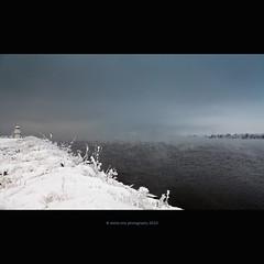 almost b/w norvegian weather (stella-mia) Tags: blue winter bw cloud lighthouse white lake snow black weather norway fog frost explore frontpage hamar snø 2470mm freezinglake canon5dmkii lakemjøsa frosttåke
