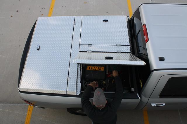 aluminum s pickuptruck using dodge ram polished 270 diamondback overheadview diamondplate howweroll tonneaucover truckbedcover dr09 onepanelopen lightgrayorsilvertruck hardtruckbedcover diamondbackemployee