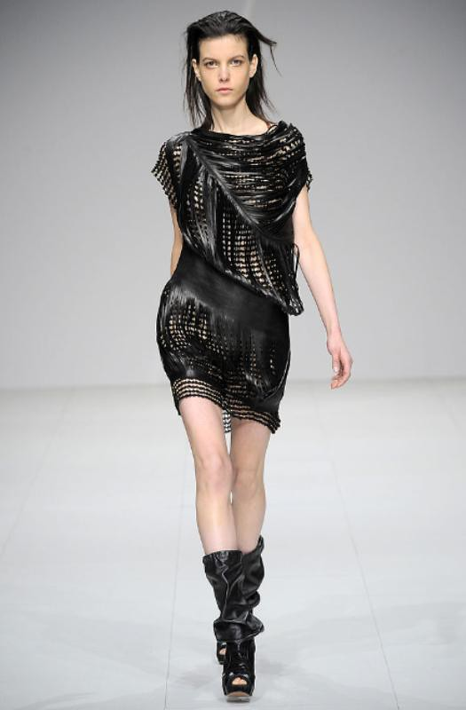 Sharon Wauchob Fall 2010 Slit dress 07