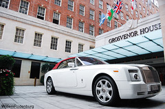 Rolls-Royce Phantom Drophead Coupe (Willem Rodenburg) Tags: white house 3 london photoshop hotel nikon united parking lot picasa kingdom rollsroyce arab rolls phantom mayfair coupe royce willem dhc londen lightroom 18105 grosvenor drophead d40 quatar rodenburg