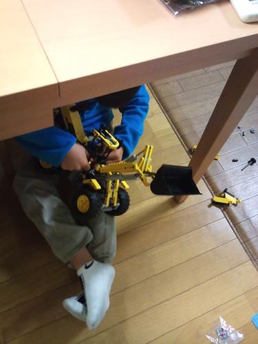 作業スペースはテーブルの下