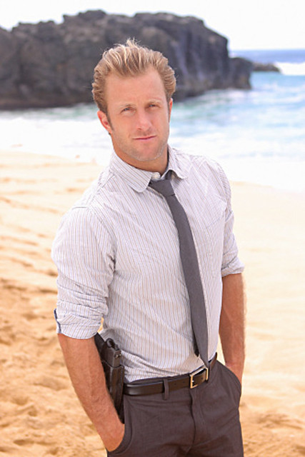 scott-caan on the beach