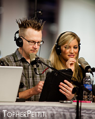 "Brian ""Shwood"" Brushwood and Justine ""iJustine"" Ezarik @ CES 2011 (_Topher_) Tags: lasvegas nevada saturday twit ces lasvegasconventioncenter twitarmy brianbrushwood ijustine consumerelectronicshow shwood twitnetwork ces2011 topherpettitphotography consumerelectronicshow2011 techguyradio"