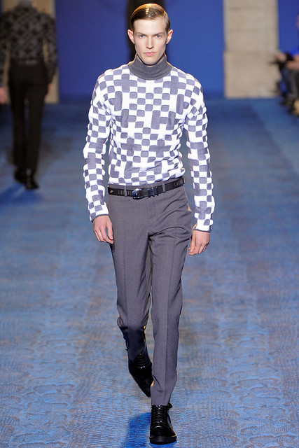FW11_Milan_Versace009_Adrian Bosch(VOGUEcom)