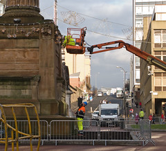 Putting up the lights (Cath Scott) Tags: christmas light walter statue scott square george column qpcc