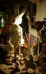 Mueca con cabeza de liebre y amigos sobre banco de trabajo (Valeria Dalmon) Tags: art teatro dolls arte handmade objetos escultura valeria artes sculptor venta comission mueca plasticas dalmon puppetsart