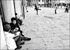 Burano (flaviogallinaro) Tags: venice people blackandwhite blackwhite venezia burano giochi 2010 giocando bnvitadistrada theauthorsclub