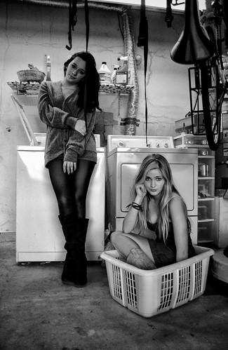 [フリー画像] 人物, 女性, モノクロ写真, 201012301500