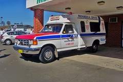 1988 Ford F-250 ambulance - Paramedical Services (sv1ambo) Tags: new ford wales south 1988 ambulance nsw service industries tamworth f250 jakab paramedicalservices