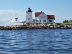 Hendrick's Head Lighthouse in West Southport, Maine (davensuze (Seriously, I'm not Ted Raynor)) Tags: ocean light sea coastguard usa lighthouse water fog america port river island coast harbor rocks lighthouses waterfront bell maine newengland atlantic american shore granite hafen beacon southport leuchtturm vacationland hendricks uscg boothbay uscoastguard fiveislands boothbayharbor newagen mainelighthouse fromthewater sheepscot prattsisland cozyharbor fromwater wbnawneme hendricksheadlighthouse davensuze hendrickheadlighthouse