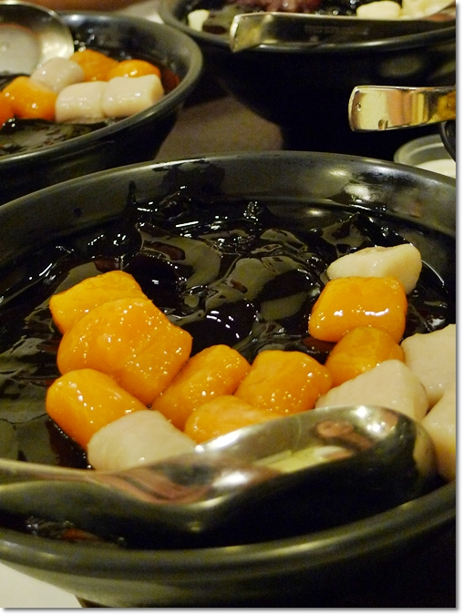 Sweet Grass Jelly with Sweet Potato Balls