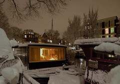 "This houseboat in Amsterdam sure does look ""gezellig"" (B℮n) Tags: christmas xmas city house snow amsterdam boat nightshot houseboat letitsnow quaint topf100 sneeuwpoppen cosy gezellig jordaan winterwonderland sneeuwpret sledge kerstboom tms brouwersgracht antonpieck sneeuwvlokken winterscene amsterdambynight woonboot tellmeastory 100faves winterinamsterdam derdeleliedwarsstraat spiegelglad prachtigamsterdam oudemeester januari2010 dichtesneeuw amsterdamonregeld winterdocumentary amsterdamgeniet koplampenindesneeuw geenwinterbanden amsterdamindesneeuw mooiesneeuwplaatjes vallendesneeuwvlokken sleetjerijdenvanafdebrug stadvastdoorzwaresneeuwval sneeuwvalindejordaan heavysnowfallhitsamsterdam autoopdegrachtenindesneeuw sneeuwindejordaan iceageinamsterdam winterin2010 besneeuwdestad sneeuwindeavond pittoreskewinterplaatje sledridinginthejordaan kidsonasled sleetjerijdenindejordaan kinderengenietenvandesneeuw hollandsschilderij wintersfeerplaat winterscenebyantonpieck"