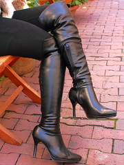 Black Boots 56 (Ayanami_No03) Tags: people woman japan tokyo legs boots  blackboots  jeanspants eoskissx4 eos550d