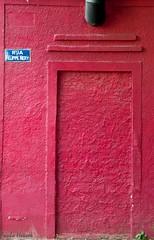 Fim da linha (Paulo Heuser) Tags: door red brasil roth rouge puerta nikon bresil portoalegre brasilien vermelho porta rosso rs riograndedosul tr brasile encarnado d3000 dwwg