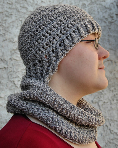 Earwarmer hat with matching neckwarmer